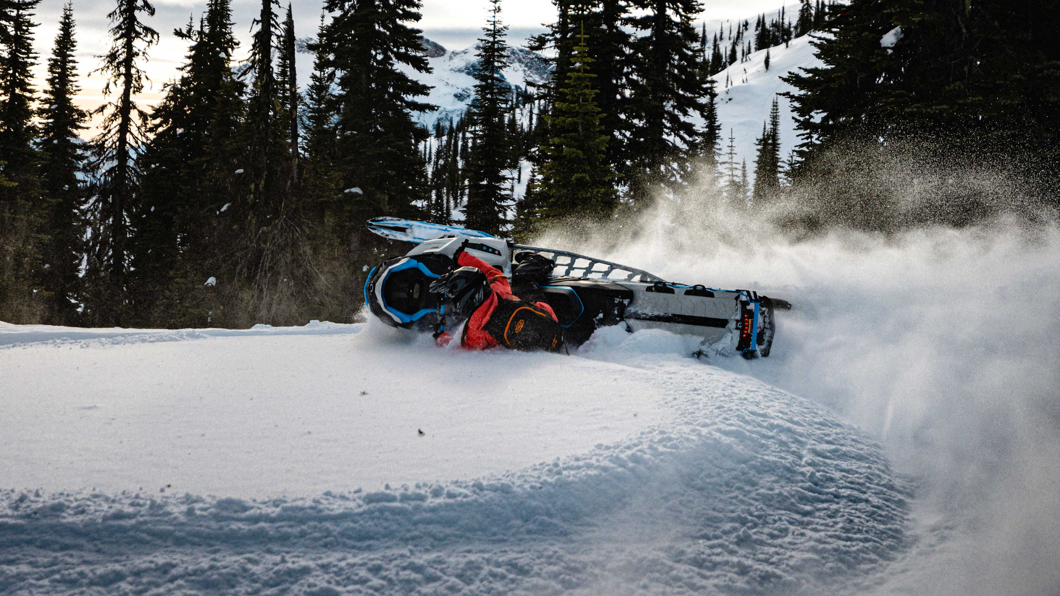 Ski-Doo Summit carving in Deep-Snow