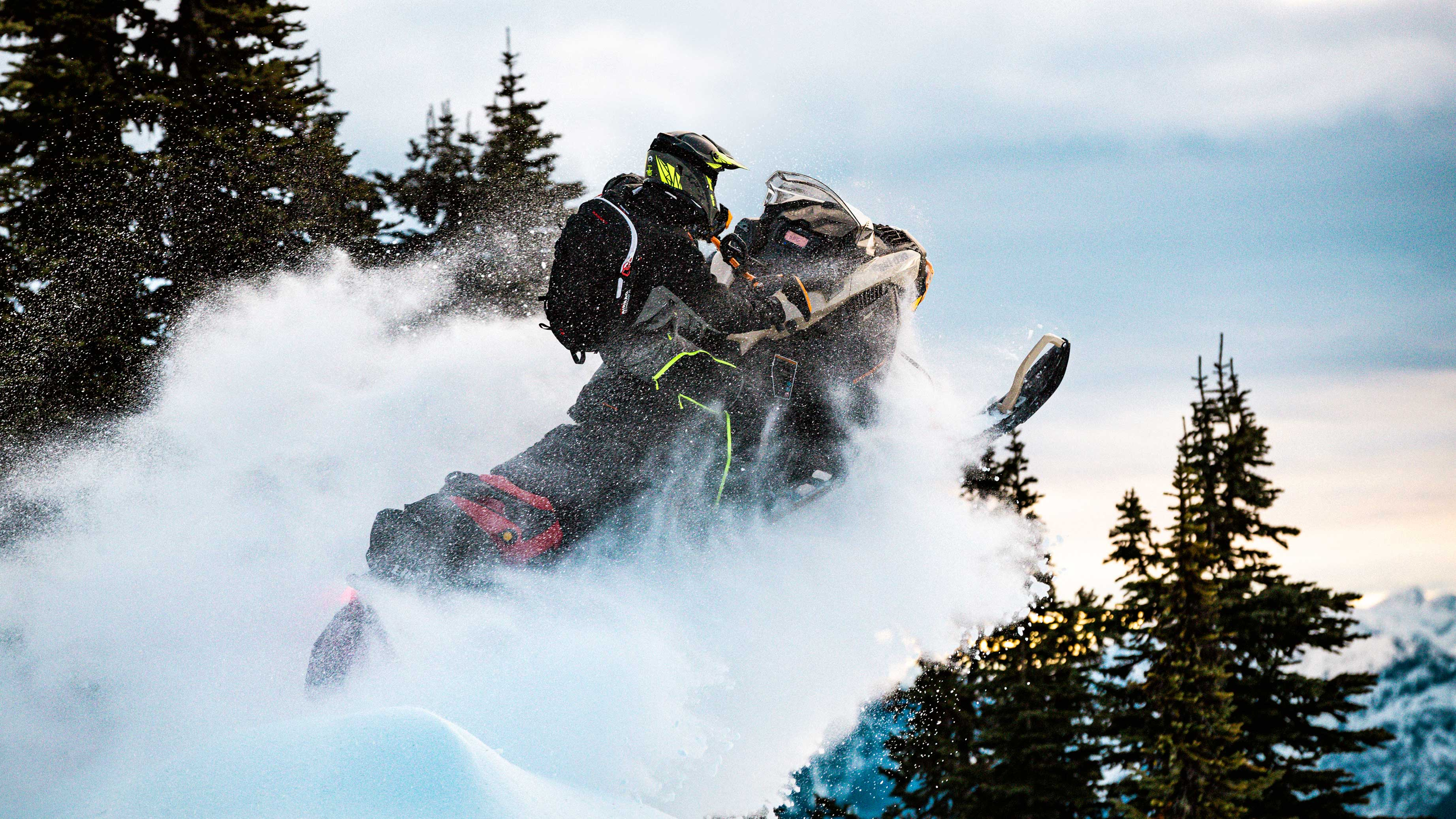 2022 Ski-Doo Expedition jumping in Deep-Snow