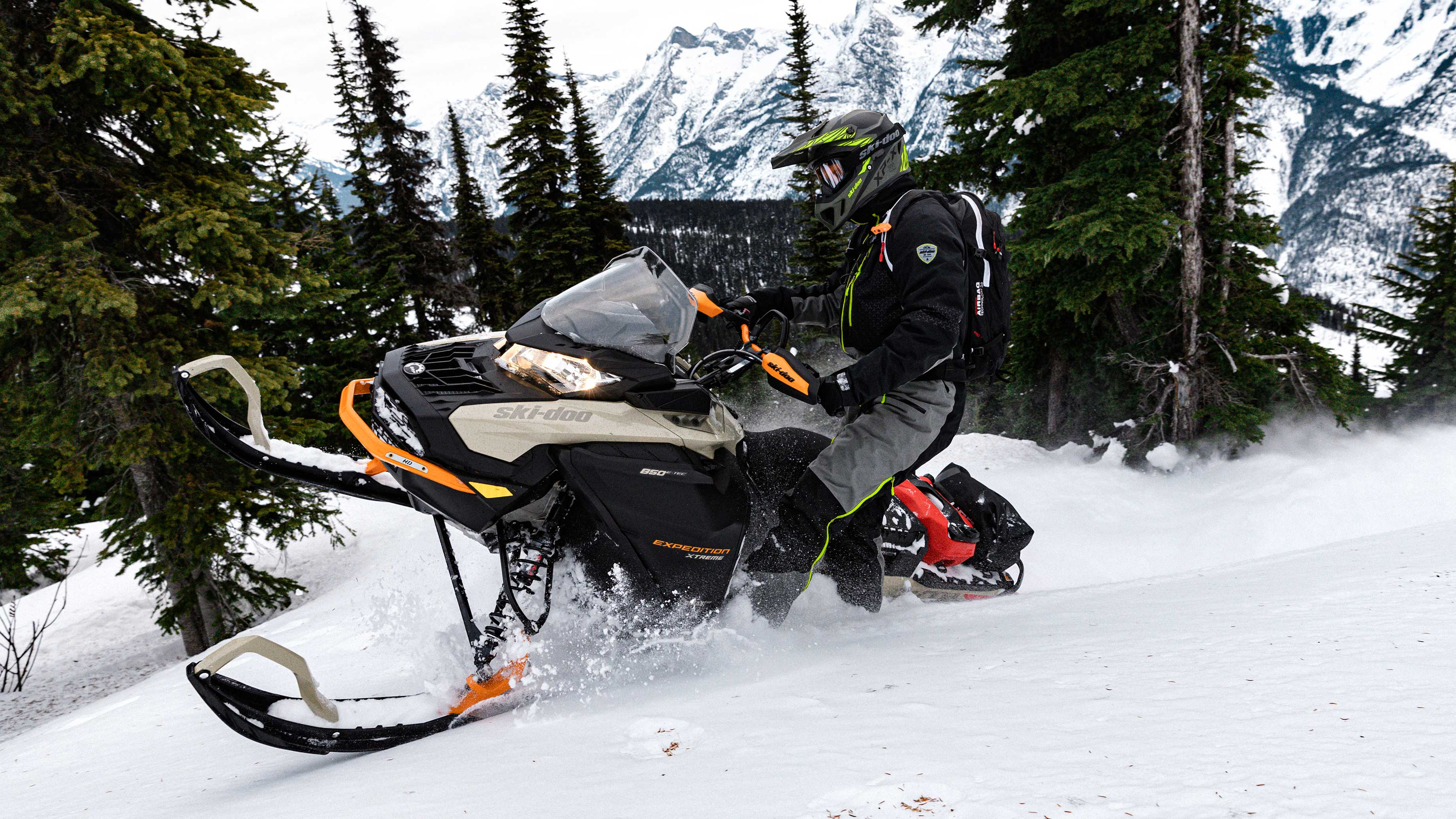 2022 Ski-Doo Expedition carving on a trail