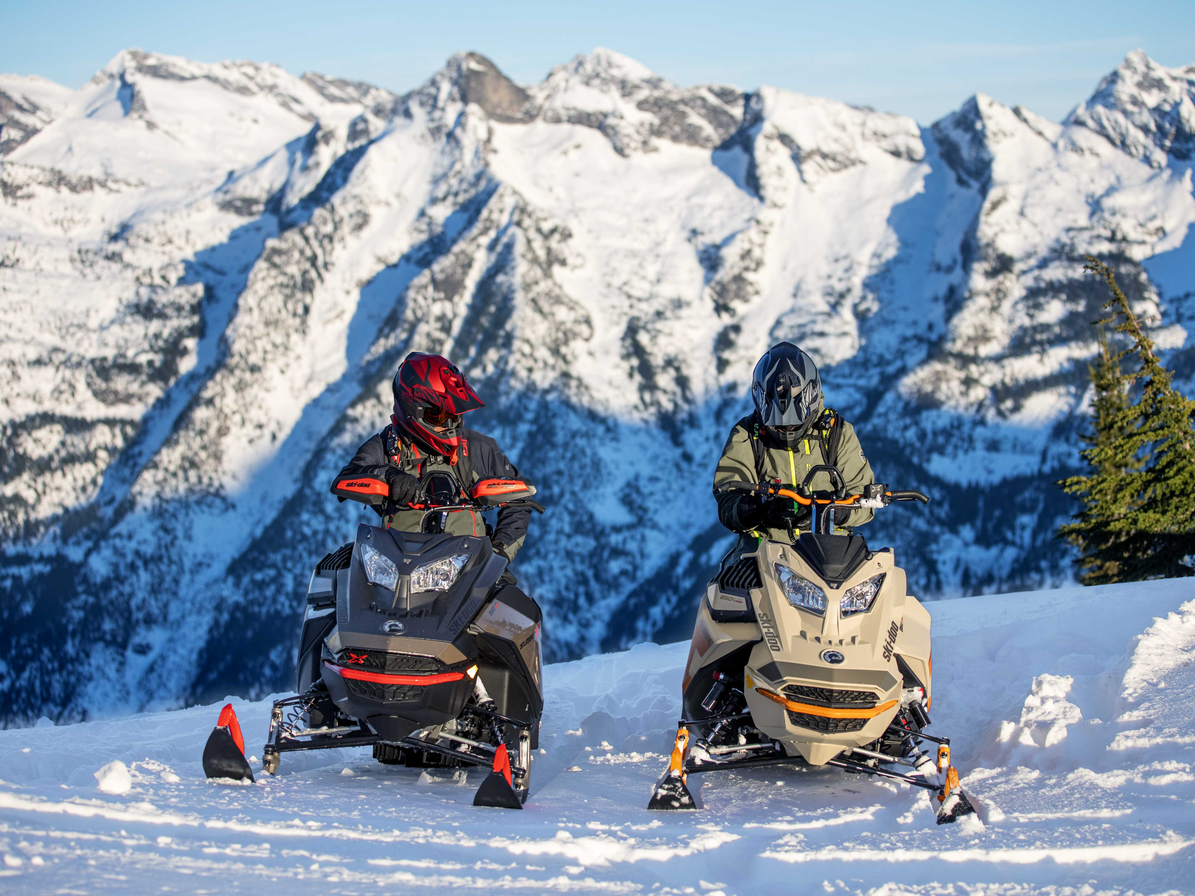 2 riders talking during a snowmobile ride