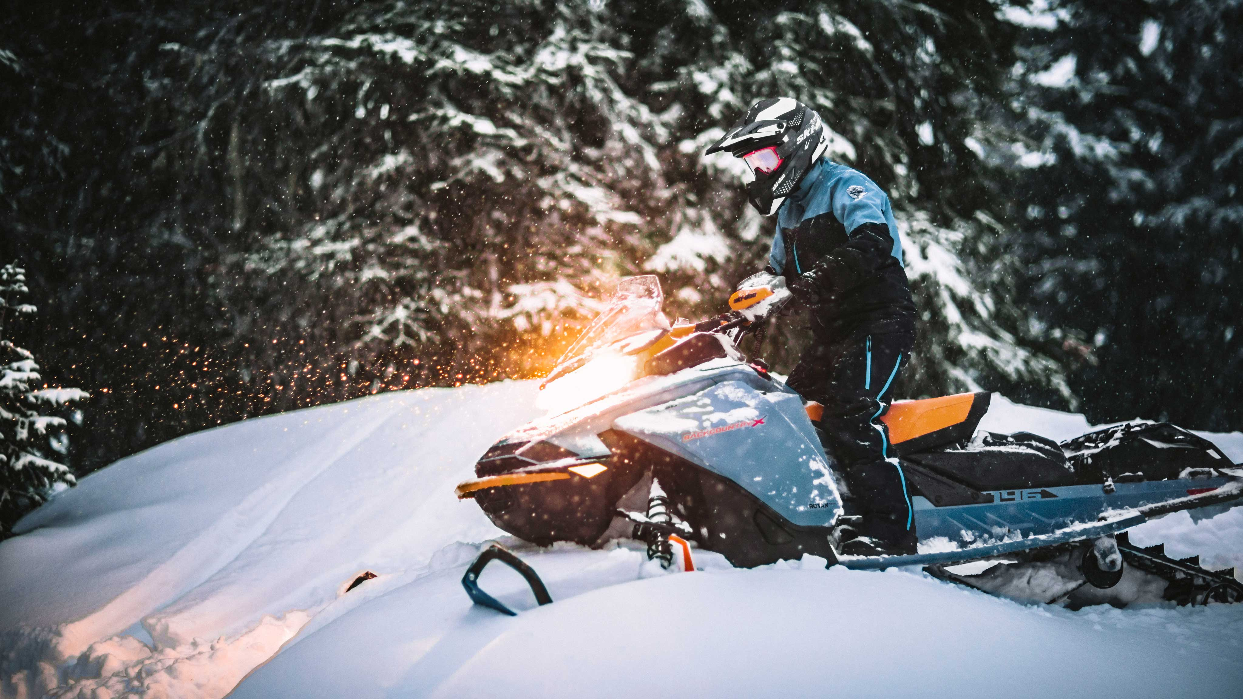 Man snowmobiling in Deep-Snow after the sunset