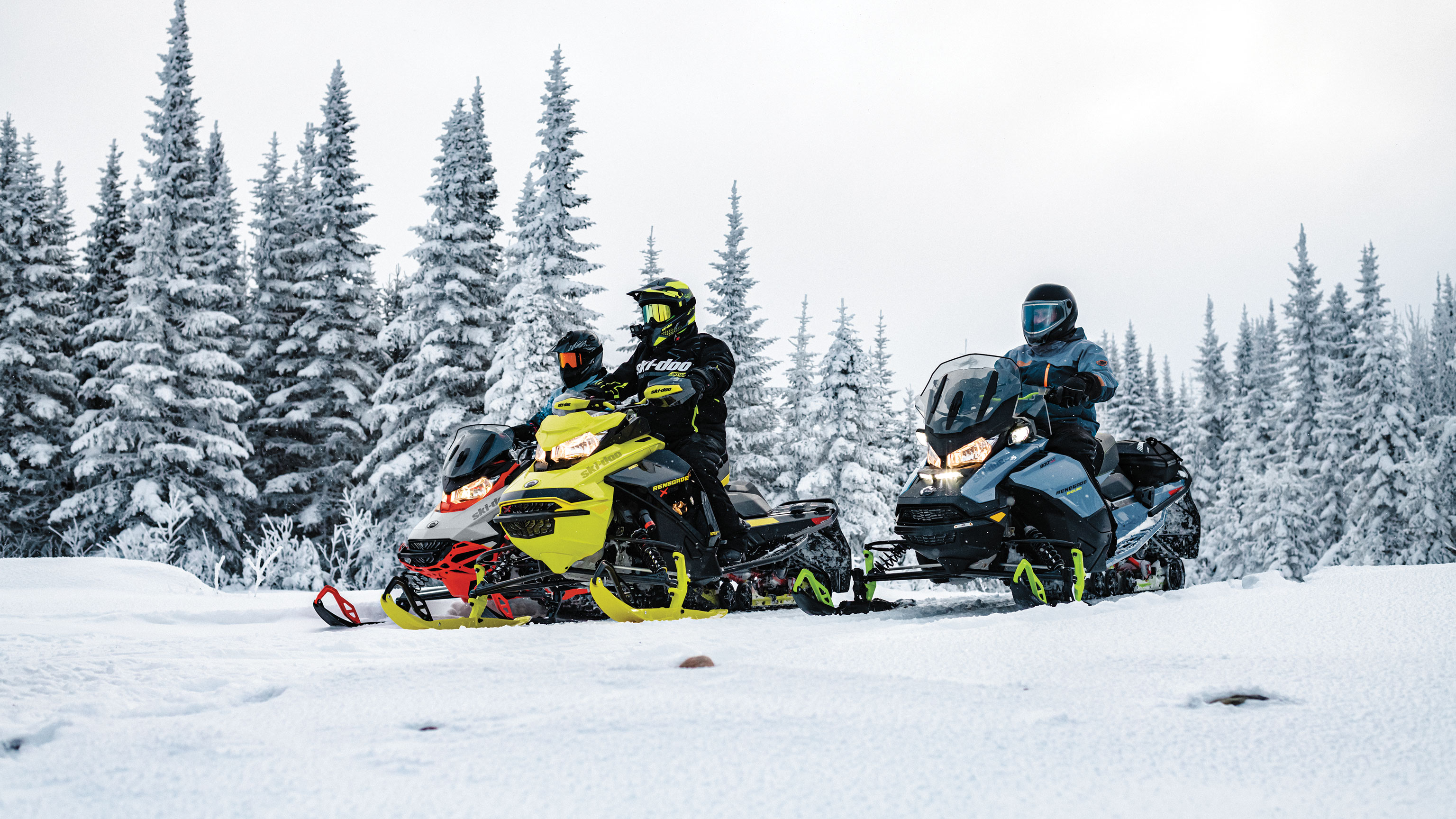 Groupe of riders on their Ski-doo Snowmobiles