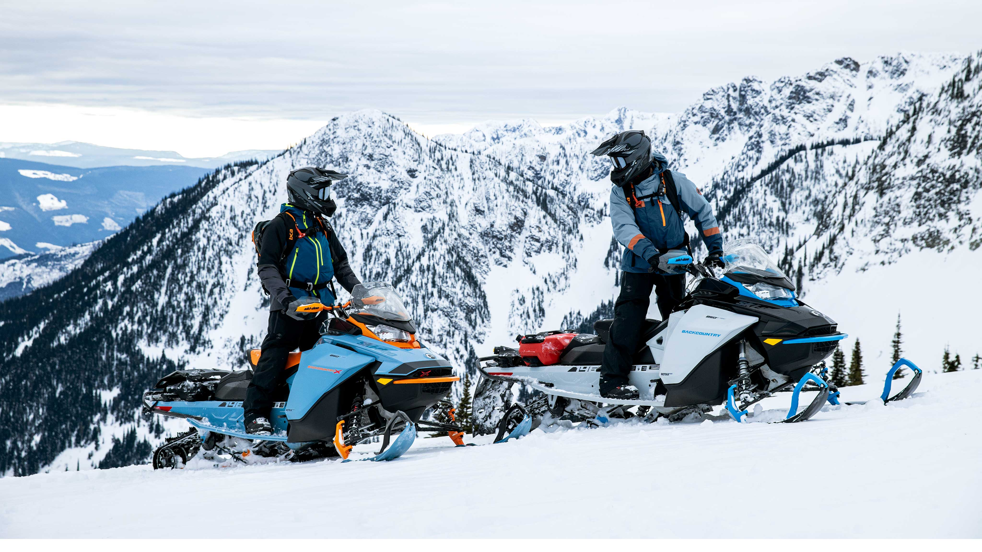 2 riders talking during a snowmobile backcountry ride