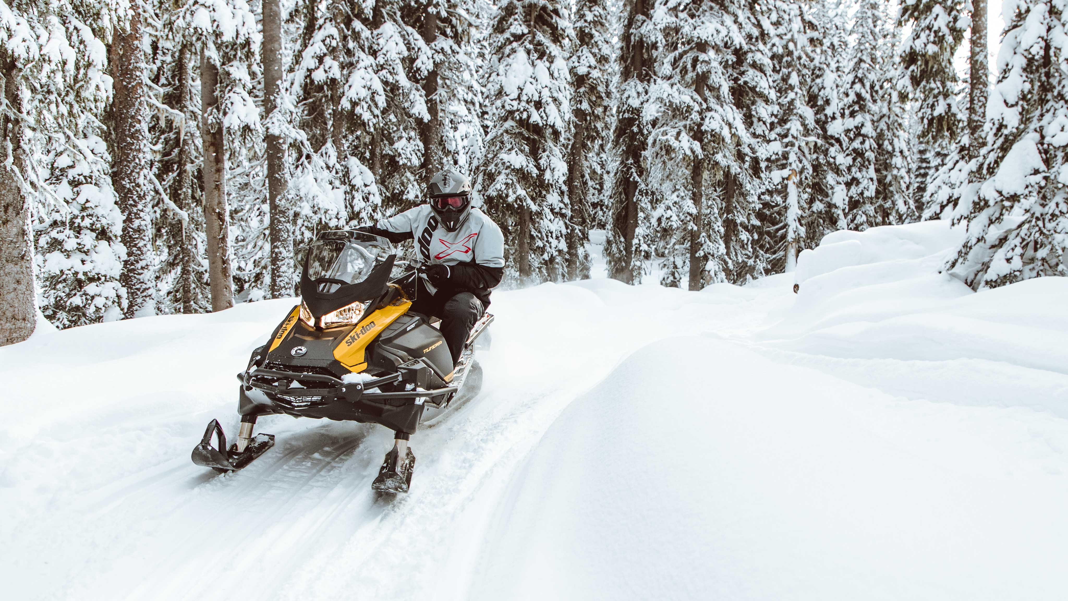 Man going to work with a Ski-Doo Skandic and a sleigh